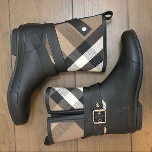 Burberry Rain Boots ☔️💕